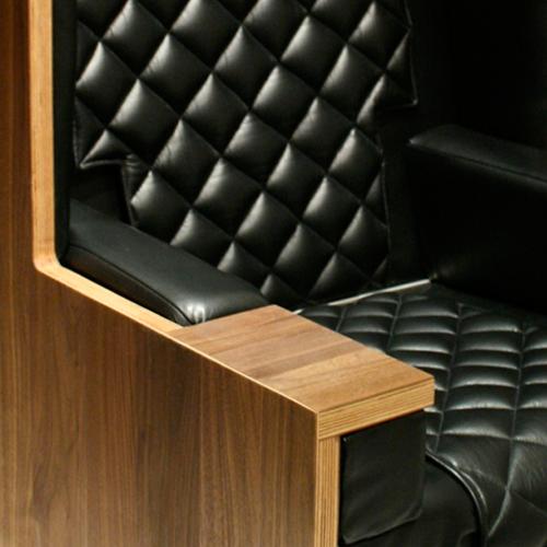 Wing Splice walnut + black leather